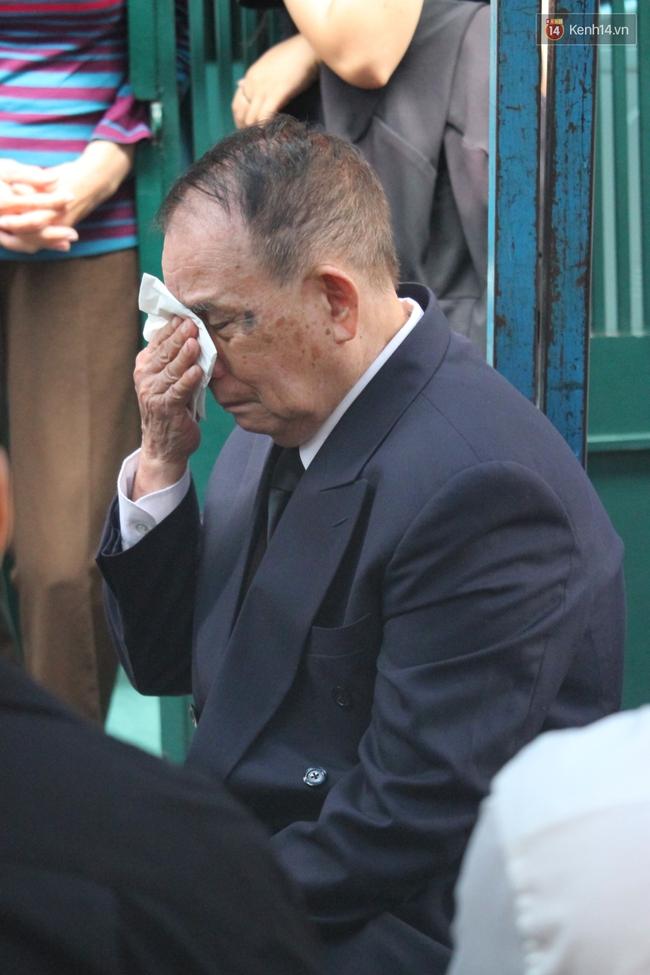 Bố Minh Thuận, Nhật Hào bật khóc xúc động trong tang lễ - Ảnh 18.