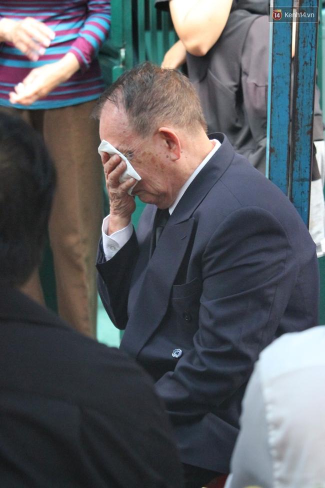 Bố Minh Thuận, Nhật Hào bật khóc xúc động trong tang lễ - Ảnh 19.