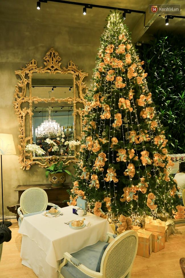 Có thể bạn không để ý, Sài Gòn đã đẹp lộng lẫy và ngập tràn không khí Giáng Sinh rồi - Ảnh 18.