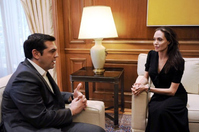 Angelina Jolie giờ đây chỉ còn 34 kg dù cao gần 1m70? - Ảnh 11.