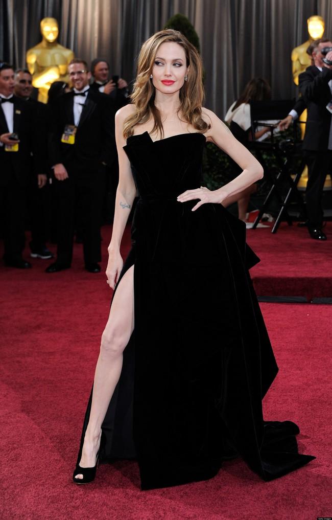 Angelina Jolie giờ đây chỉ còn 34 kg dù cao gần 1m70? - Ảnh 1.