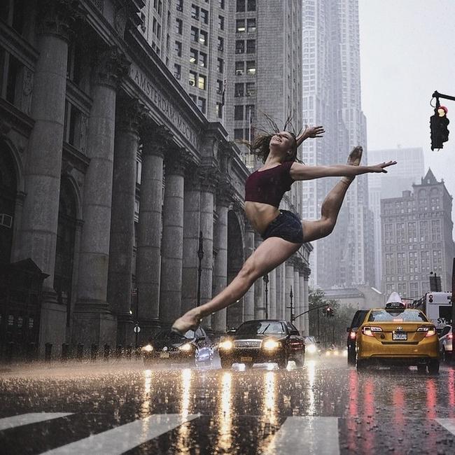 Đắm chìm vào vũ điệu đường phố qua bộ ảnh múa ballet của những nghệ sĩ không chuyên - Ảnh 1.