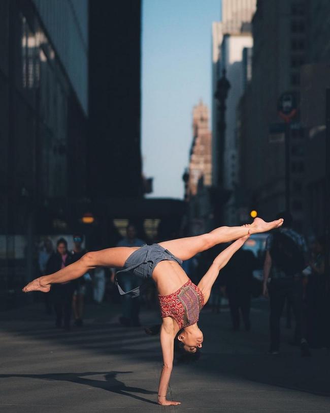 Đắm chìm vào vũ điệu đường phố qua bộ ảnh múa ballet của những nghệ sĩ không chuyên - Ảnh 12.