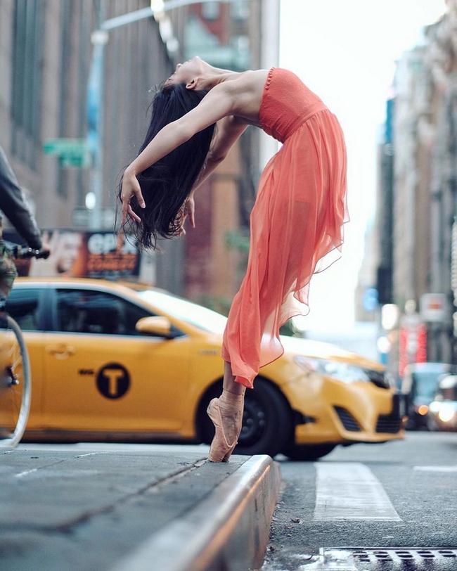 Đắm chìm vào vũ điệu đường phố qua bộ ảnh múa ballet của những nghệ sĩ không chuyên - Ảnh 4.