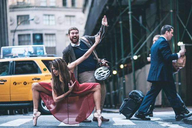 Đắm chìm vào vũ điệu đường phố qua bộ ảnh múa ballet của những nghệ sĩ không chuyên - Ảnh 8.