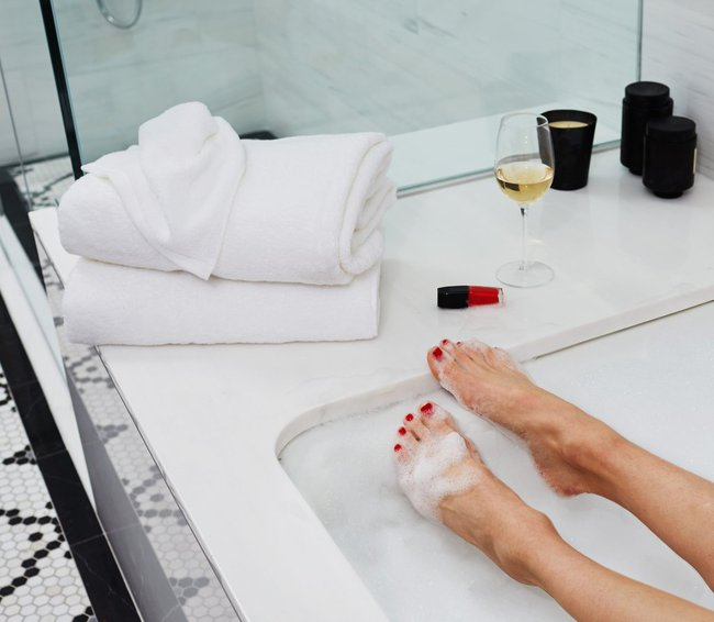 Những thứ bác sĩ khuyên nên vứt ngay khỏi nhà tắm của bạn nếu dùng quá lâu