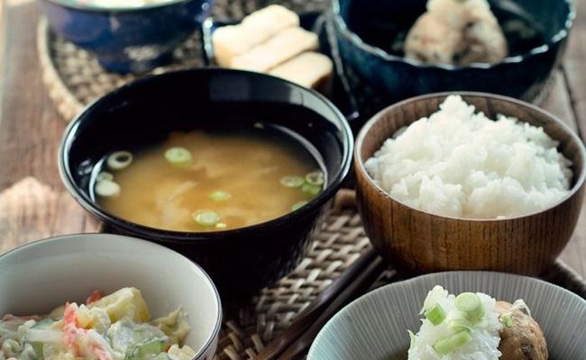 một bữa cơm truyền thống của người Nhật