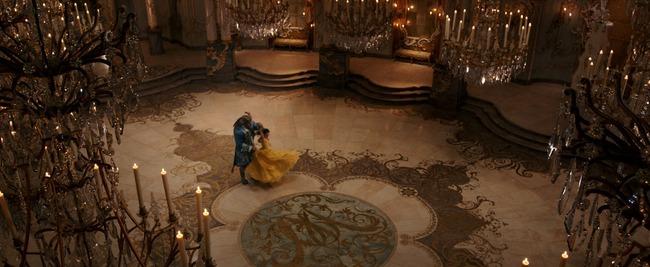 Beauty and the Beast tung trailer đầu tiên đầy lung linh và tráng lệ - Ảnh 3.