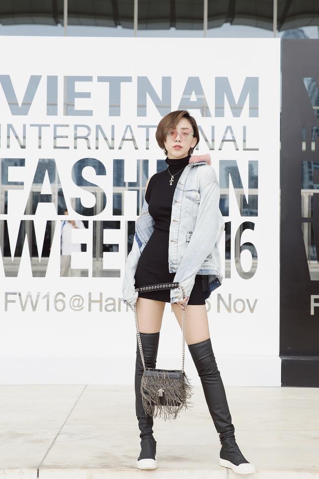 Và đây là 20 hình ảnh street style đẹp - ấn tượng - thú vị nhất của sao Việt trong năm 2016! - Ảnh 16.