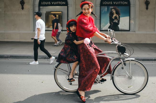 Và đây là 20 hình ảnh street style đẹp - ấn tượng - thú vị nhất của sao Việt trong năm 2016! - Ảnh 9.