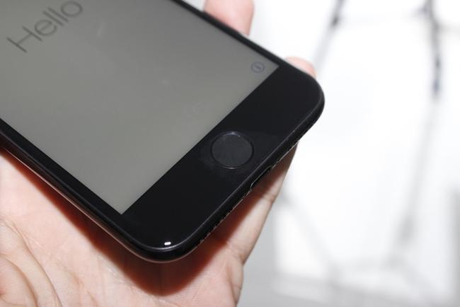 Đã có iPhone 7 đen bóng đầu tiên tại Việt Nam: Đẹp bóng bẩy! - Ảnh 12.