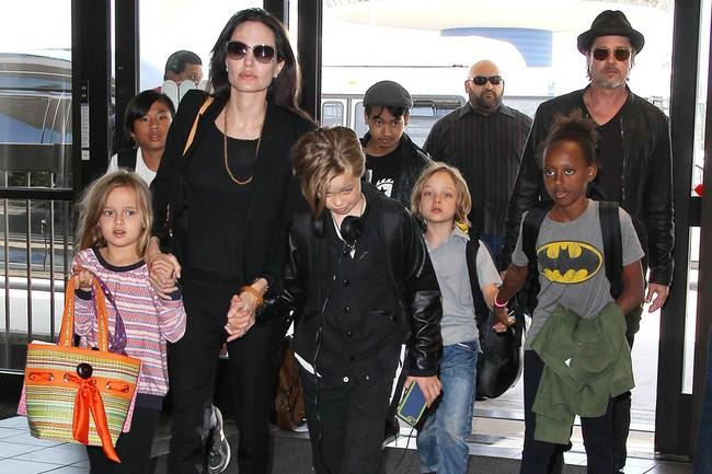 Brad Pitt khóc vì không được gặp các con sau khi Angelina Jolie nộp đơn ly hôn - Ảnh 2.