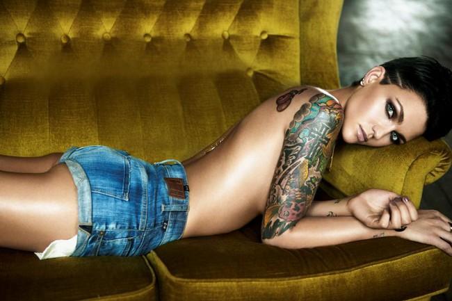 Harley Quinn dẫn đầu, Miranda Kerr không lọt nổi Top 5 mỹ nhân Úc nóng bỏng nhất - Ảnh 11.