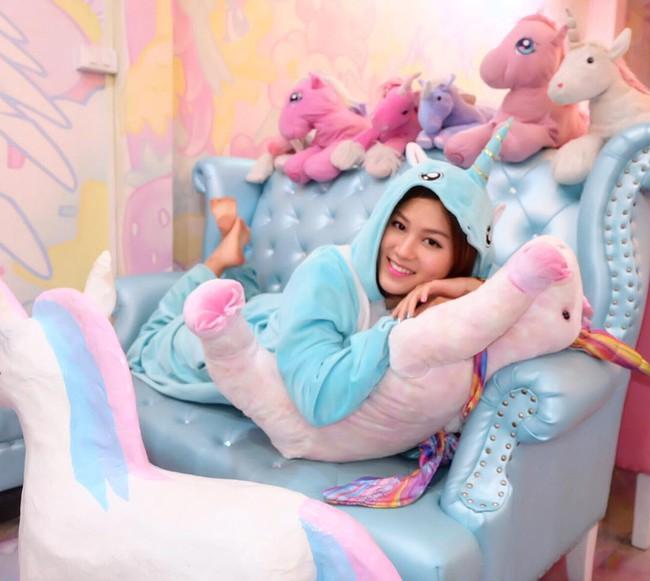 Quán cafe kỳ lân tông hường mộng mơ dành cho fan của My Little Pony - Ảnh 3.