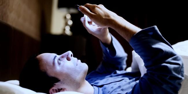 6 điều bạn tuyệt đối không nên làm mỗi sáng thức dậy - Ảnh 3.