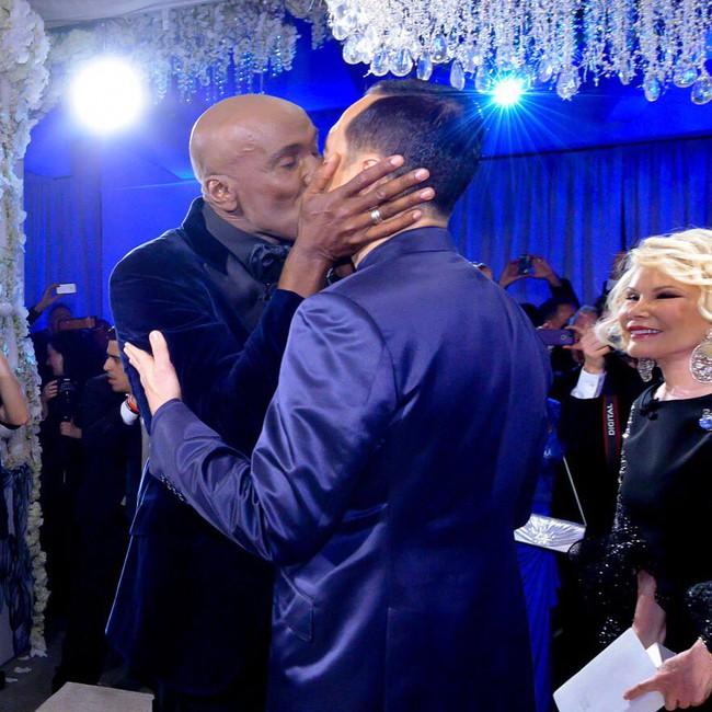 Hàng nghìn cặp đôi đồng tính hôn nhau để chứng minh tình yêu là bất diệt - Ảnh 7.