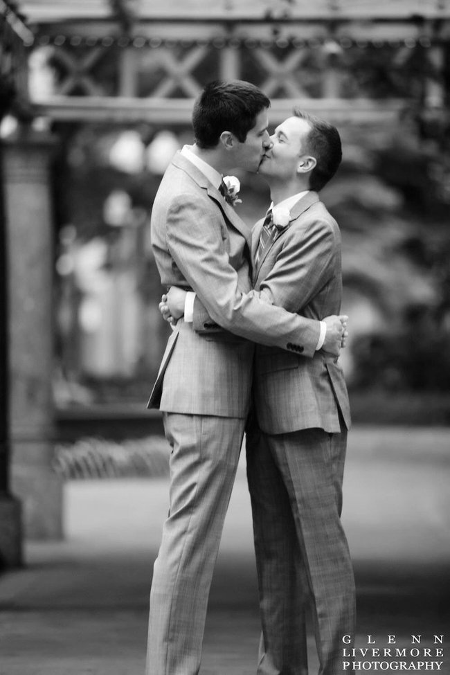 Hàng nghìn cặp đôi đồng tính hôn nhau để chứng minh tình yêu là bất diệt - Ảnh 5.
