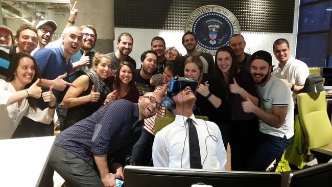Mải nghịch kính thực tế ảo, Tổng thống Obama thành nạn nhân của các thánh chế ảnh - Ảnh 6.