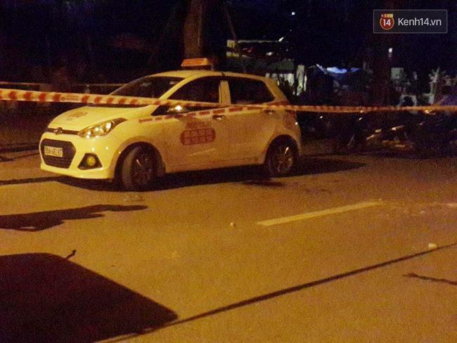 Hà Nội: Giây phút bắt sống nam thanh niên 19 tuổi cứa cổ lái xe taxi trong đêm - Ảnh 2.