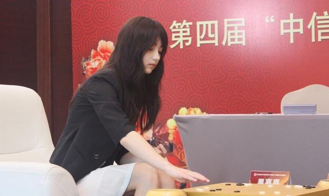 Cô nàng kỳ thủ Trung Quốc xinh xắn như thiên thần trong truyện tranh - Ảnh 4.