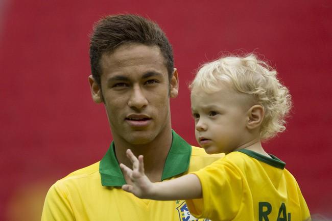 """Neymar bị phát hiện quỵt tiền sinh bé Davi Lucca dù giàu """"nứt đố đổ vách"""""""