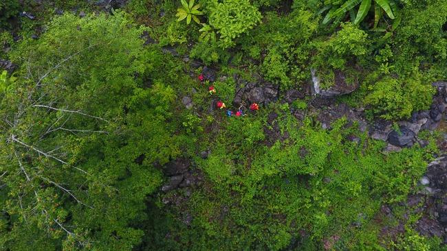 Không chỉ Sơn Đoòng, Quảng Bình còn có một hang động khác hoang sơ và đẹp đến ngạt thở! - Ảnh 6.