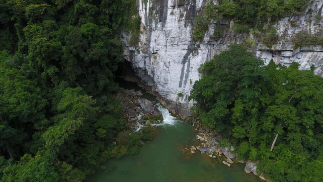 Không chỉ Sơn Đoòng, Quảng Bình còn có một hang động khác hoang sơ và đẹp đến ngạt thở! - Ảnh 2.