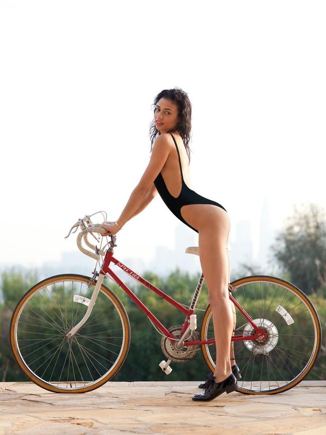Bỏng mắt xem gái Việt phô diễn body trong mốt áo tắm khoét hông cao - Ảnh 5.