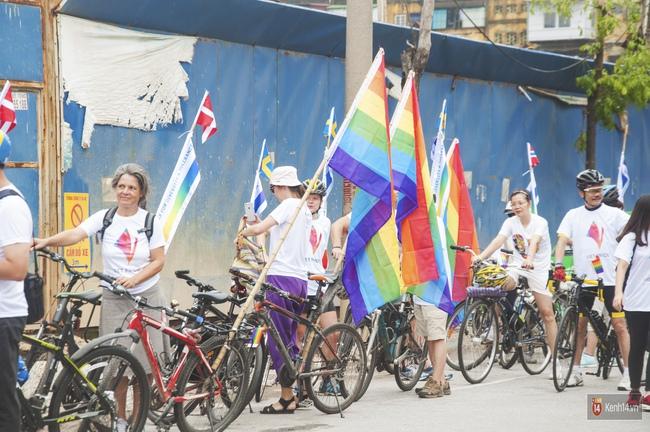 Cộng đồng LGBT Hà Nội tưng bừng đạp xe diễu hành trong ngày hội Viet Pride - Ảnh 1.