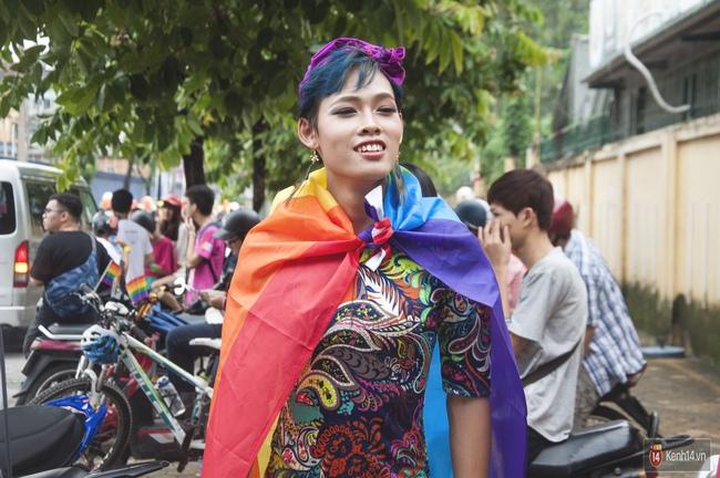 Cộng đồng LGBT Hà Nội tưng bừng đạp xe diễu hành trong ngày hội Viet Pride - Ảnh 2.