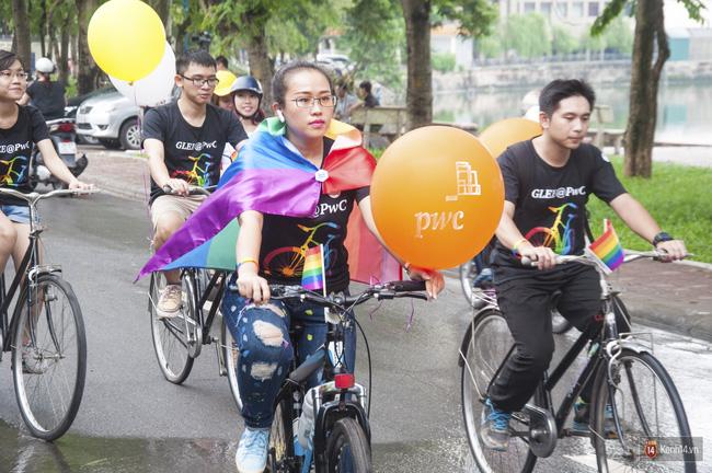 Cộng đồng LGBT Hà Nội tưng bừng đạp xe diễu hành trong ngày hội Viet Pride - Ảnh 4.