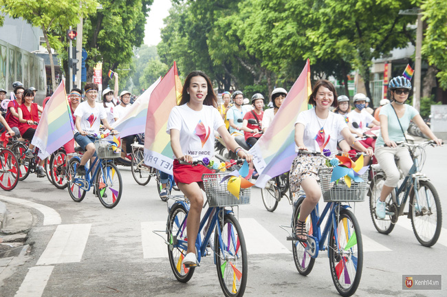 Cộng đồng LGBT Hà Nội tưng bừng đạp xe diễu hành trong ngày hội Viet Pride - Ảnh 8.