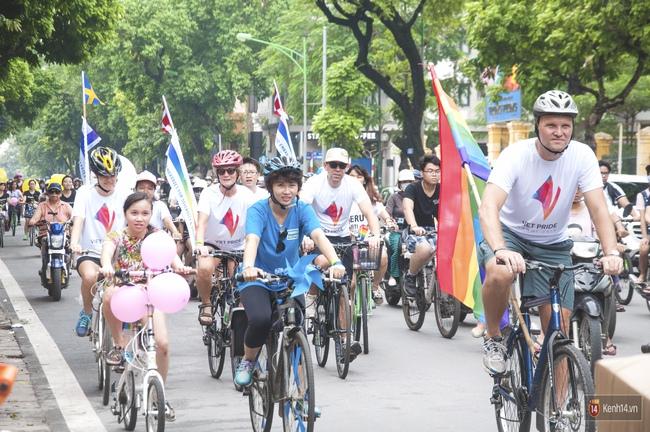 Cộng đồng LGBT Hà Nội tưng bừng đạp xe diễu hành trong ngày hội Viet Pride - Ảnh 7.