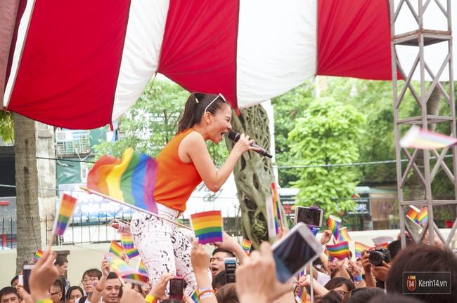 Cộng đồng LGBT Hà Nội tưng bừng đạp xe diễu hành trong ngày hội Viet Pride - Ảnh 13.