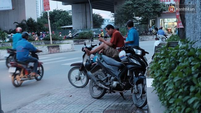 Cảnh quạnh hiu của nghề xe ôm thời công nghệ: Xe ôm tụi tui sắp hết thời rồi - Ảnh 6.