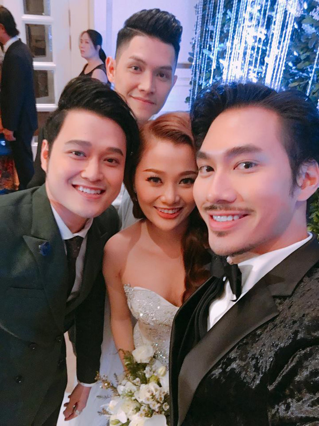 Quang Vinh vui mừng trong ngày cưới của cô em gái xinh đẹp như hoa - Ảnh 2.