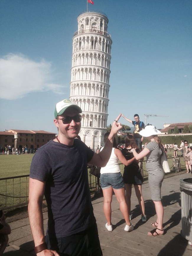 Đến quỳ anh chàng troll khách du lịch đang chụp ảnh với tháp nghiêng Pisa - Ảnh 1.