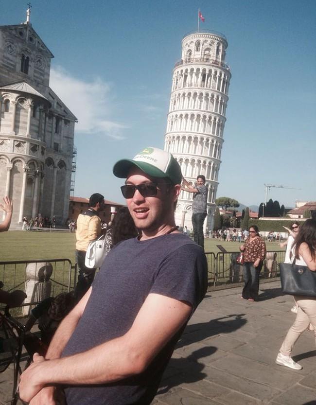 Đến quỳ anh chàng troll khách du lịch đang chụp ảnh với tháp nghiêng Pisa - Ảnh 3.