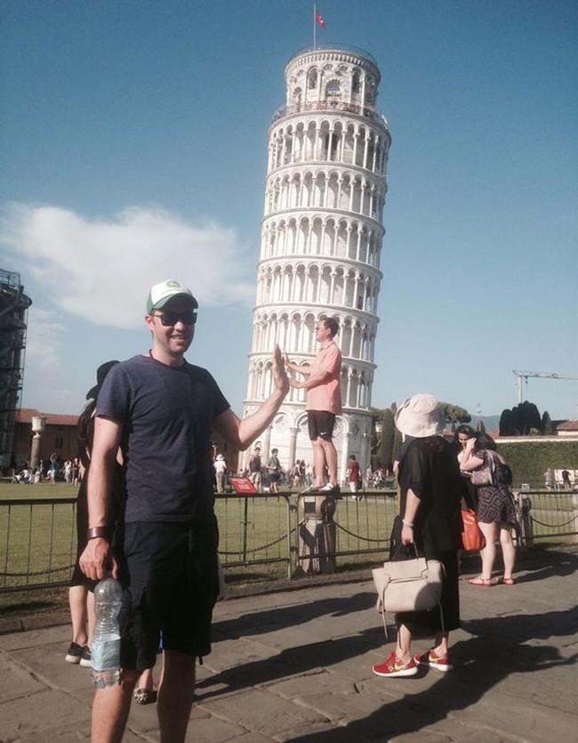 Đến quỳ anh chàng troll khách du lịch đang chụp ảnh với tháp nghiêng Pisa - Ảnh 5.