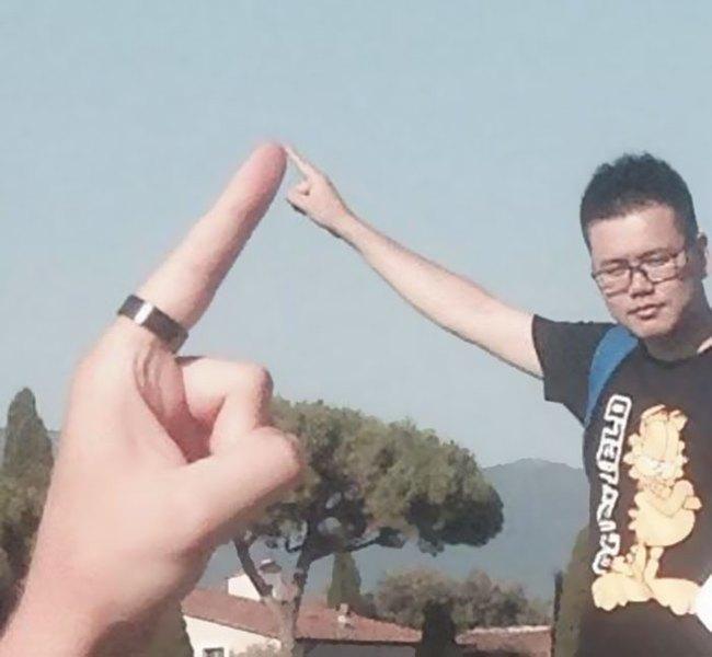 Đến quỳ anh chàng troll khách du lịch đang chụp ảnh với tháp nghiêng Pisa - Ảnh 2.