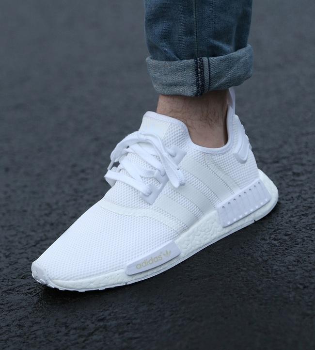 Muốn chất nhất hè này, tậu ngay 4 mẫu giày trắng sau - Ảnh 1.