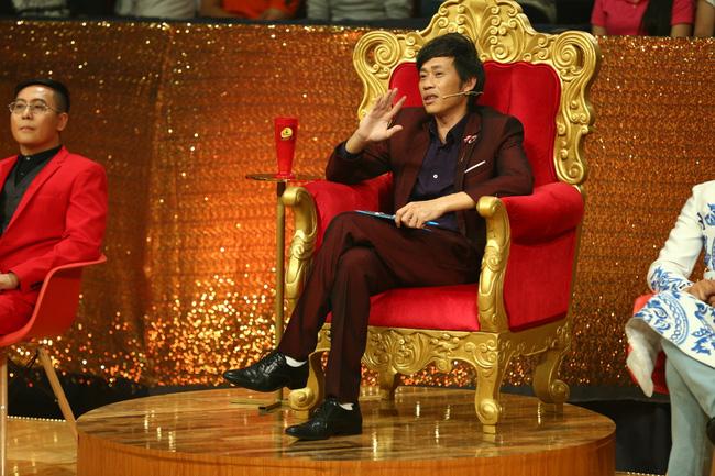 Hoài Linh thề với Tổ nghiệp sẽ công tâm khi làm giám khảo Cười xuyên Việt - Ảnh 1.