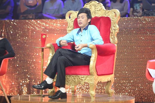 Happy Polla bất ngờ ca múa, diễn hài trên sân khấu Cười xuyên Việt - Ảnh 1.