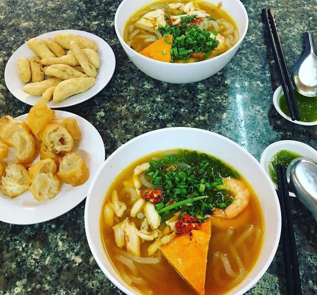 3 hàng bánh canh cua không lúc nào vắng khách ở Sài Gòn - Ảnh 10.