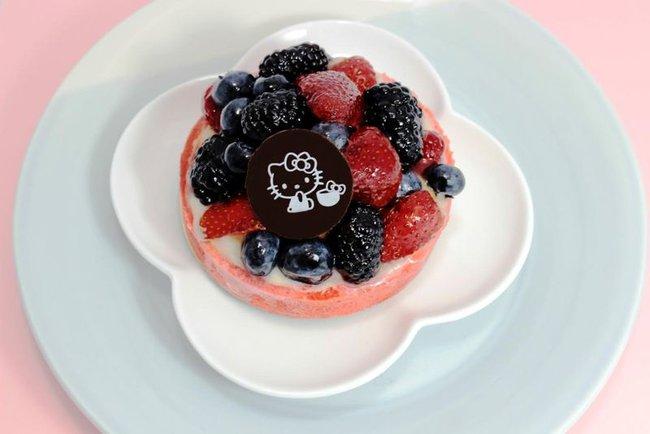 Quán cafe Hello Kitty siêu bánh bèo trở thành điểm hẹn mới cho giới trẻ Mỹ - Ảnh 2.