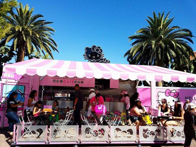 Quán cafe Hello Kitty siêu bánh bèo trở thành điểm hẹn mới cho giới trẻ Mỹ - Ảnh 4.