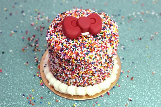 Quán cafe Hello Kitty siêu bánh bèo trở thành điểm hẹn mới cho giới trẻ Mỹ - Ảnh 7.