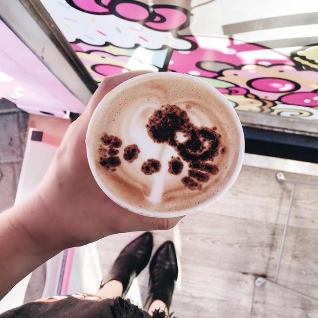 Quán cafe Hello Kitty siêu bánh bèo trở thành điểm hẹn mới cho giới trẻ Mỹ - Ảnh 8.