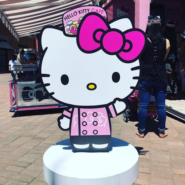 Quán cafe Hello Kitty siêu bánh bèo trở thành điểm hẹn mới cho giới trẻ Mỹ - Ảnh 5.