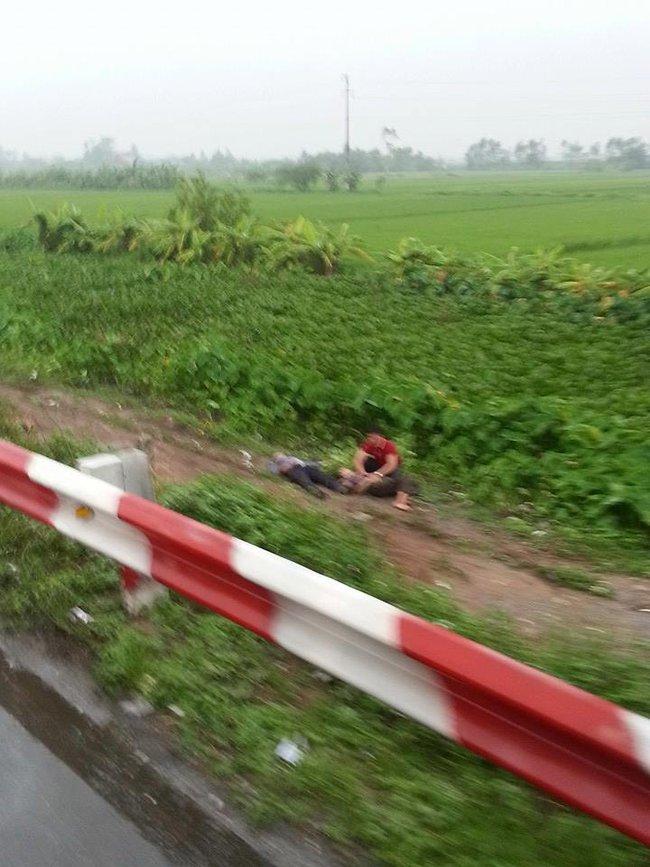 Hà Nội: Xe khách lật trên cao tốc Pháp Vân - Cầu Giẽ, 11 người thương vong - Ảnh 2.